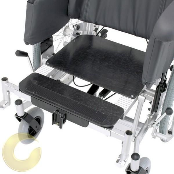 כסא גלגלים סיעודי Triton  עם הטיית גב ומושב מבית Bischoff&Bischoff